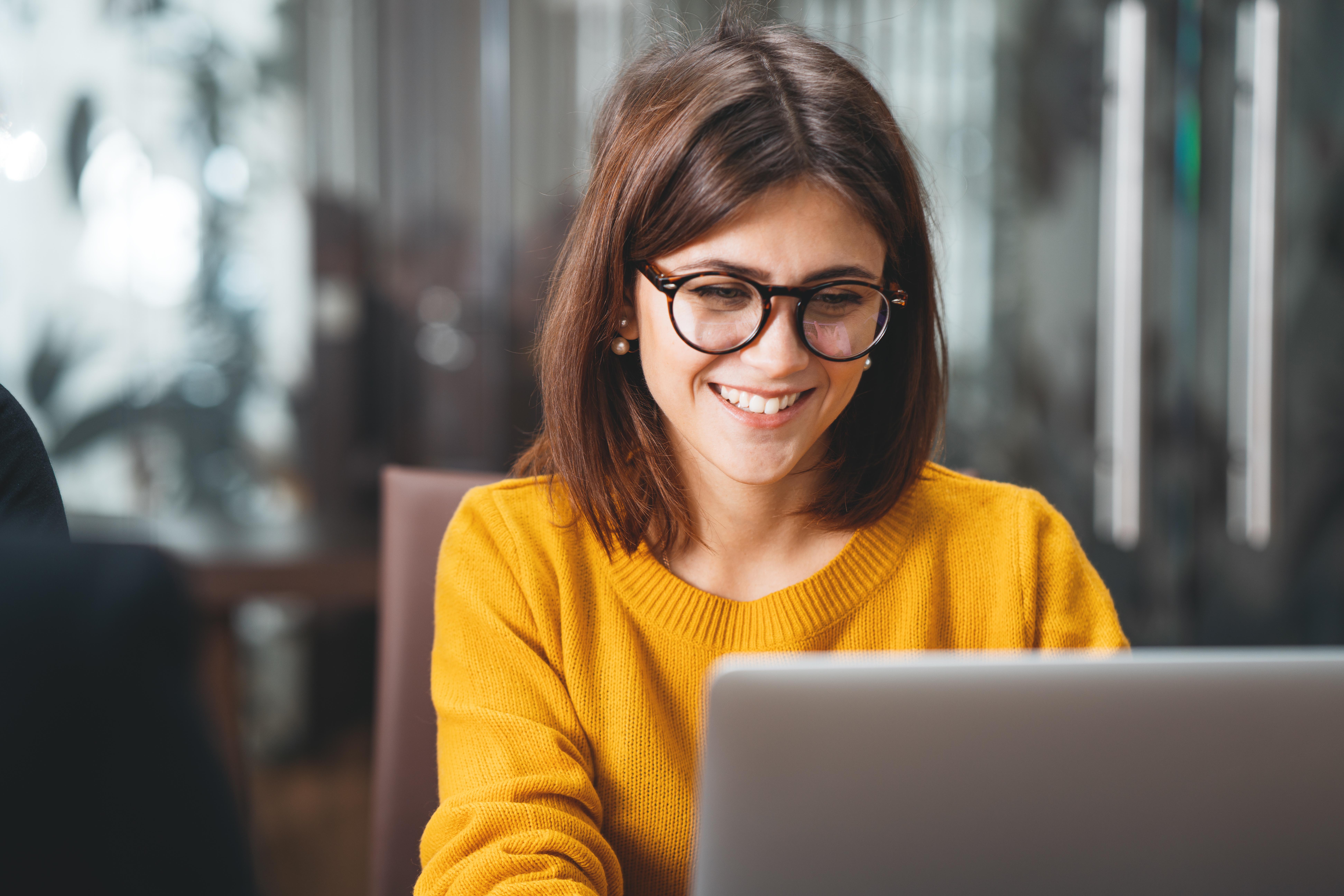 woman-using-computer